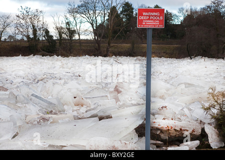 River Ayr frozen over and the ice breaking up into slabs and piling up against one another. River Ayr, Ayr, Ayrshire, - Stock Photo