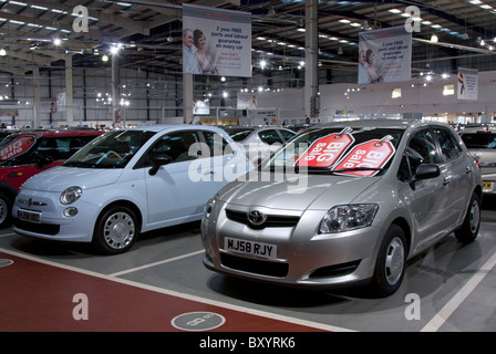 Second Hand Used Cars For Sale On Garage Forecourt Stock Photo Royalty Free Image 23094940 Alamy