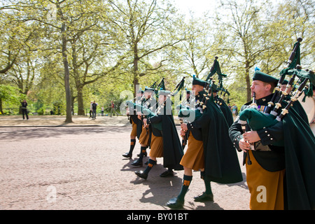 Guards marching along the Mall towards Buckingham Palace for the Changing of the Guards - Stock Photo