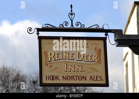 Ye Olde Reine Deer Inn sign, Banbury, Oxfordshire, UK - Stock Photo