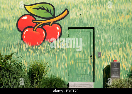 Wandmalerei an einer Hauswand; Motive Kirschen und Gras. - Mural painting on a house wall; motifs cherries and grass. - Stock Photo