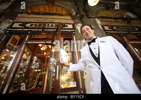 Italien, Venedig, 100126, Cafe Florian, am Markusplatz[ Copyright (c) : - Gerhard Leber - Stock Photo