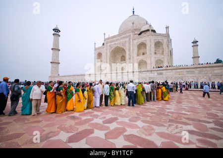 Tourists queueing at the Taj Mahal in Agra, India - Stock Photo