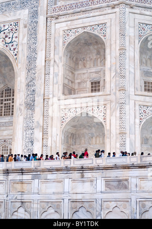 Visitors queueing at the Taj Mahal in Agra, India - Stock Photo