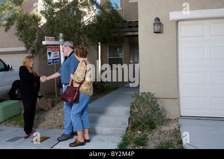 A Las Vegas real estate agent shows homes to a couple from Westenrville, New York who plan to retire in Las Vegas - Stock Photo