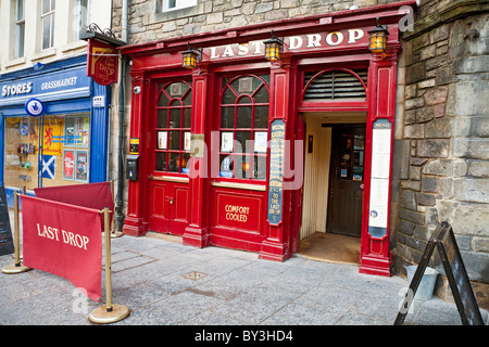 The Last Drop public house, Grassmarket, Edinburgh, where the executioner traditionally took condemned men for their - Stock Photo