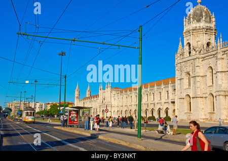 Local Tramway ´Electrico´ passing by the Monastery of the Hieronymites, Mosteiro dos Jeronimos. UNESCO World Heritage - Stock Photo