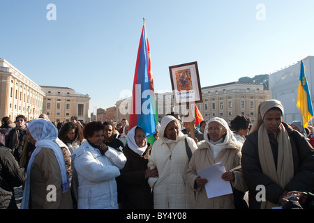 crowd people 'Migrant day' celebration Vatican St Peter saint peter's square eritrea community women african - Stock Photo