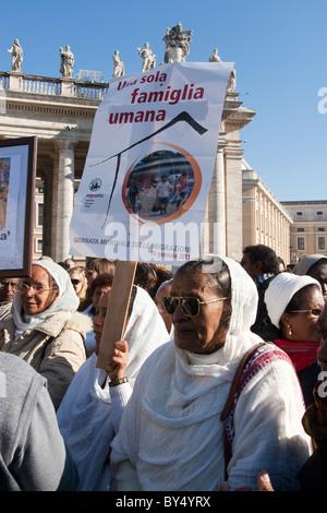 crowd people 'Migrant day' celebration Vatican St Peter saint peter's square eritrea community women african blacks - Stock Photo