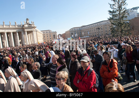 People crowd pope Benedict at 'Migrant day'  Vatican saint peter's square Rome Italy - Stock Photo