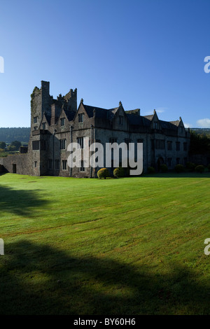 The Elizabethan Manor House built by the 10th Earl of Ormonde in the 16th Century on the River Suir, Carrick-on - Stock Photo