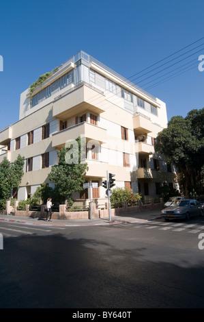 Israel, Tel Aviv, Bauhaus Architecture in Rothschild Boulevard No. 90 - Stock Photo