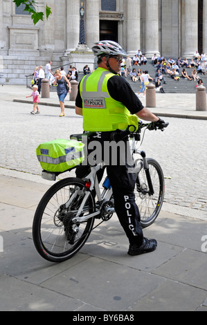 City of London police officer on cycle patrol - Stock Photo