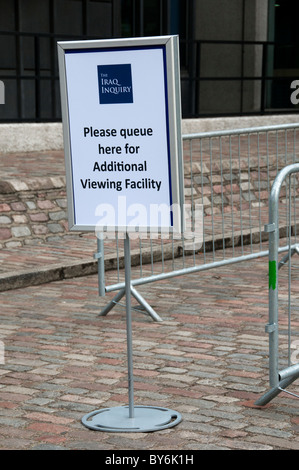 Sign for queue for people wanting to attend the Chilcot Inquiry into the Iraq war - Stock Photo
