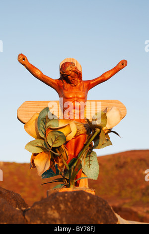 Jesus on wooden cross on makeshift grave on beach in Spain - Stock Photo