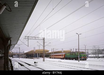 Class EU07 electric locomotive leaving Krakow railway station, Poland, in winter. - Stock Photo