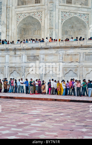 Tourists queuing at the Taj Mahal in Agra, India - Stock Photo