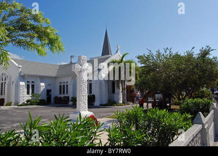 Elmslie Memorial United Church with a stone cross in the foreground, George Town, Grand Cayman, Cayman Islands, - Stock Photo