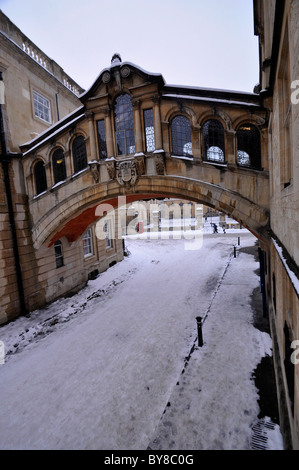 Hertford Bridge, popularly known as the Bridge of Sighs, is a skyway over New College Lane in Oxford, England. - Stock Photo