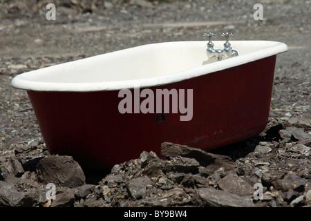 Old bath tub in an abandoned backyard Stock Photo: 133780171 - Alamy