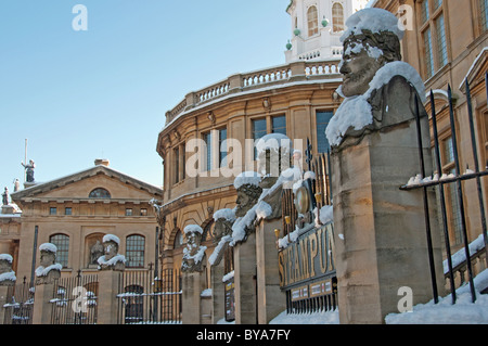 Snow Covered Statues, Museum of the History of Science, Sheldonian Theatre, Oxford, UK - Stock Photo
