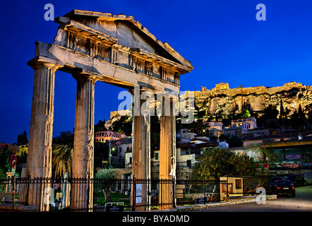 The Gate of Athena Archegetis on the west side of the Roman Agora of Athens in Plaka, at night.  In the background - Stock Photo