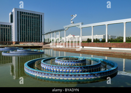 Parliament and administrative buildings at Independence Square, Tashkent, Uzbekistan, Central Asia - Stock Photo