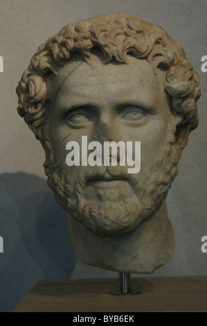 Antoninus Pius (86-161). Roman Emperor (138-161). Antonine period. Marble bust dated between 138-161. - Stock Photo