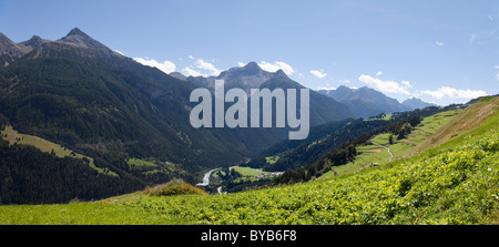 Mountain panorama with pastures between Tschlin and Vná, in the back Mt. Piz Ajuez and Piz S-chalambert and Inn - Stock Photo