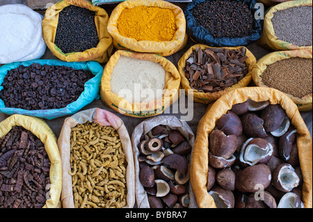 indian market stall with sacks of indian spices and dried produce. Coconut, turmeric, cinnamon, tamarind peppercorns - Stock Photo