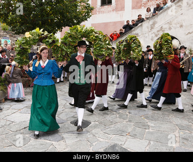 Folk dancers at the Thanksgiving Festival, Spitz, Wachau, Waldviertel, Forest Quarter, Lower Austria, Austria, Europe - Stock Photo