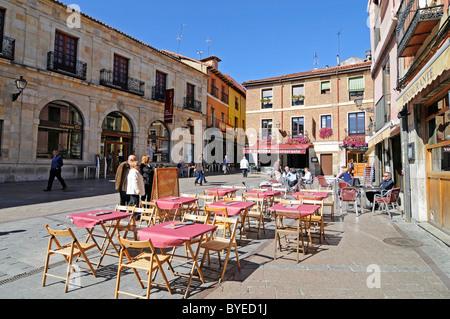 Sidewalk cafe, Plaza de San Martin, Leon, province of Castilla y Leon, Castile and León, Spain, Europe - Stock Photo