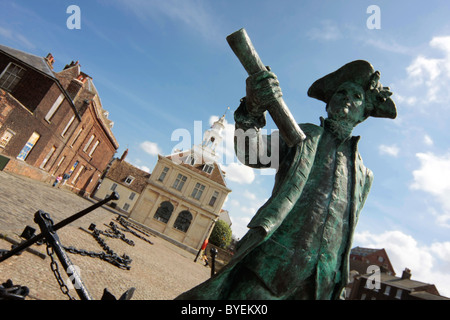Statue of Captain George Vancouver (1757-1798) in front of the Custom House in King's Lynn, Norfolk - Stock Photo