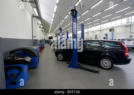 Volvo garage in Athens Greece Stock Photo: 34136234 - Alamy