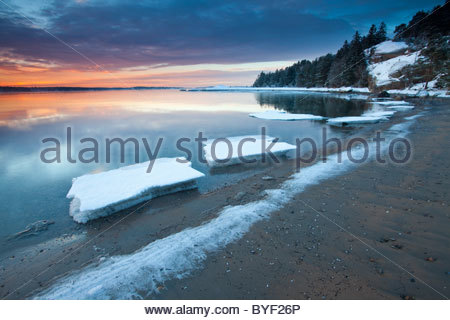 Beautiful winter sunrise by the Oslofjord, at Oven in Råde, Østfold fylke, Norway. - Stock Photo