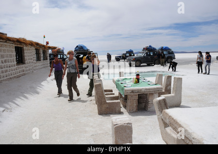 Tourists in salt hotel on salar de uyuni salt flats of for Salar de uyuni hotel made of salt