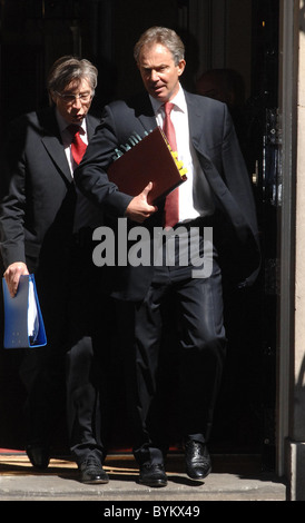 PM Tony Blair  leaves 10 Downing Street for a grilling at Prime Minister's Question Time over the ongong war in - Stock Photo