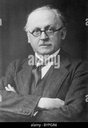 Portrait photo circa 1920s of English architect Sir Edwin Landseer Lutyens (1869 - 1944). - Stock Photo