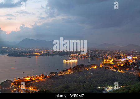 india, Rajasthan, Udaipur, high viewpoint over Lake Pichola, Taj Lake Palace hotel and City Palace from sunset Point - Stock Photo