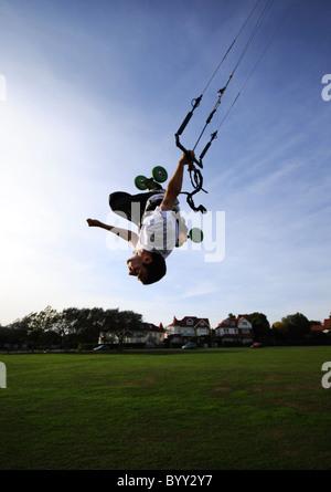 Extreme sport kiteboarding Kitesurfing in Frinton-on-Sea - Stock Photo