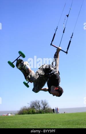 Extreme sport kiteboarding in Frinton-on-Sea - Stock Photo