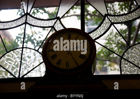 Mullers Optometrists 20s clock and stained glass in Cape Town - Stock Photo