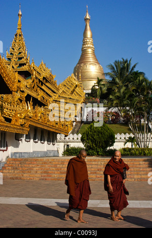 Buddhist monks at Shwedagon Pagoda, Yangon (Rangoon), Myanmar (Burma) - Stock Photo