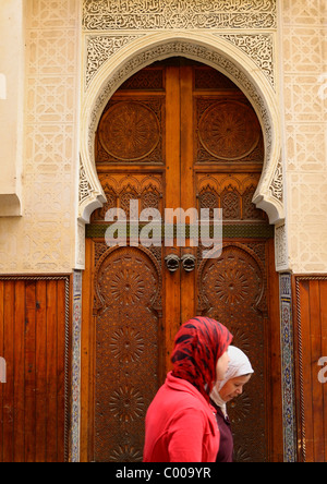 Muslim mosque entrance for women north bohemian spa town for Aalim hakim salon delhi