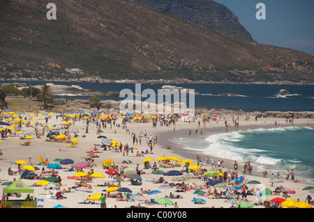 South Africa, Cape Town, Camps Bay. Popular white sand beach at Camps Bay. - Stock Photo