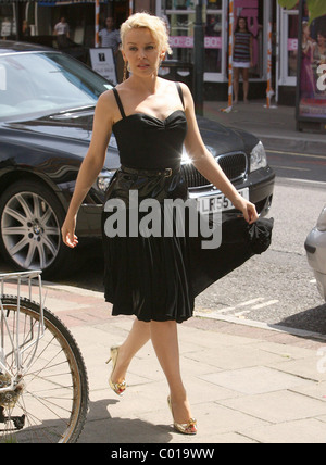 Kylie Minogue leaving her apartment this morning on her way to a recording studio. The pint sized singer has just - Stock Photo