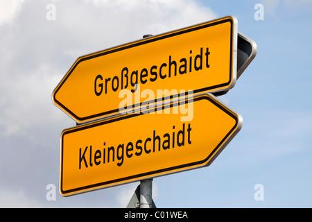Road sign to the communities of Grossgeschaidt and Kleingeschaidt, Markt Heroldsberg in the Erlangen-Hoechstadt - Stock Photo