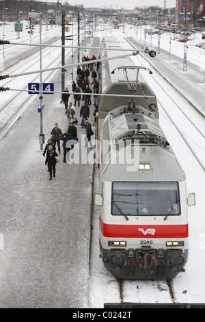 Finnland, Turku, 20110204, Einfahrender Peronenzug am Bahnhof in Turku © Gerhard Leber - Stock Photo