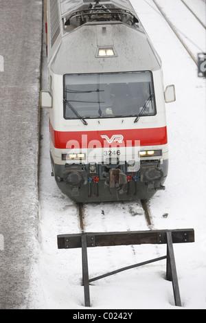 Finnland, Turku, 20110204, Bahnhof in Turku mit einfahrendem Zug © Gerhard Leber - Stock Photo