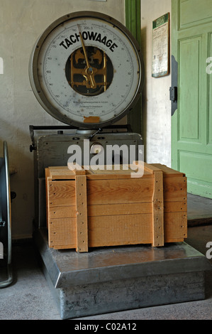 Old Tachowaage scales, from around 1940, with a wooden box in a packing room from 1930, Museum of Industry, Sichartstrasse - Stock Photo